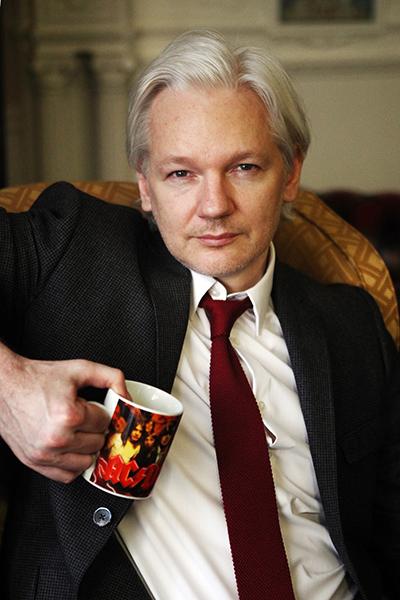 Me Va Me >> Julian Assange - Carmen Valiño